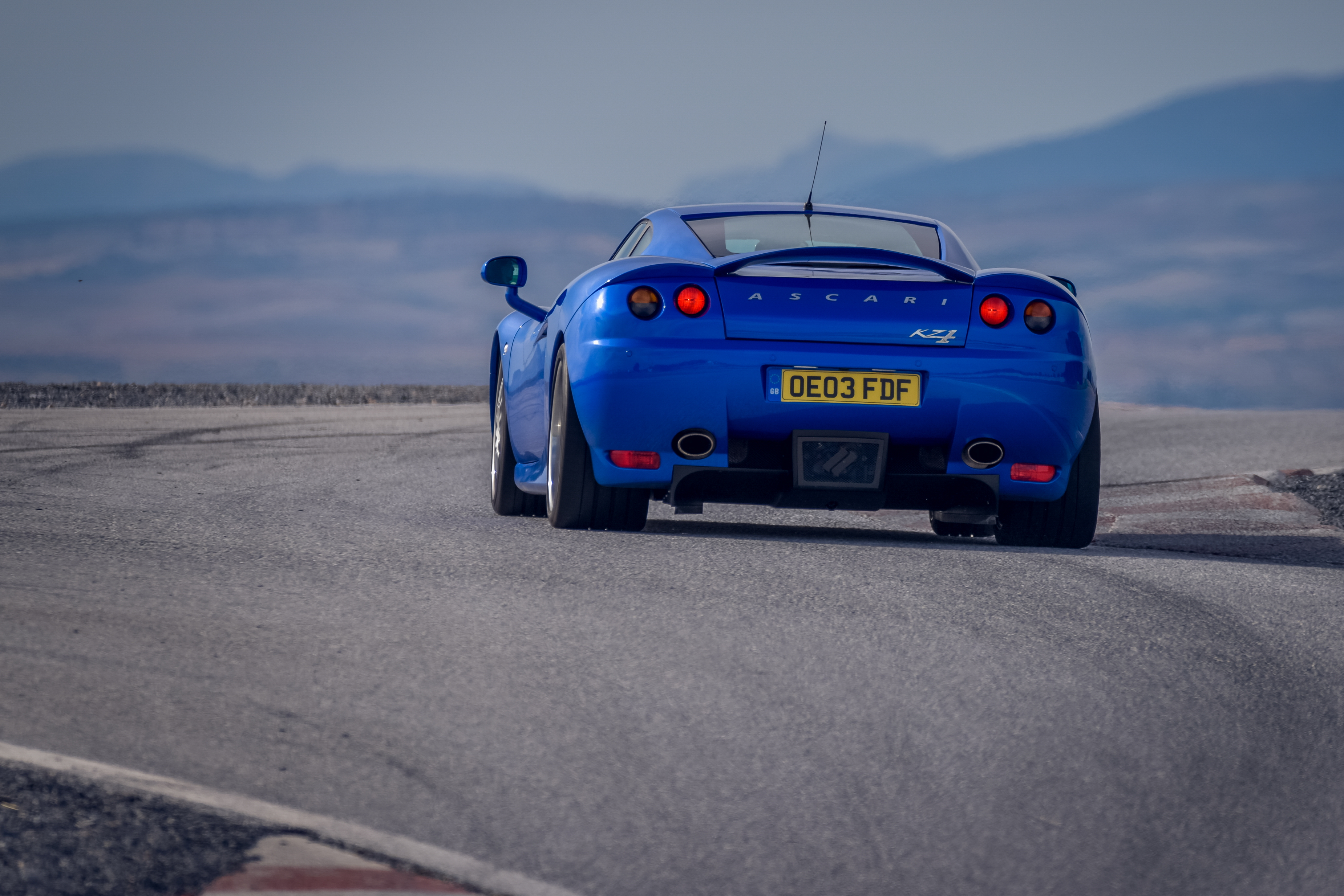 ONE OF FIVE. Driving the elusive Ascari KZ1 supercar.